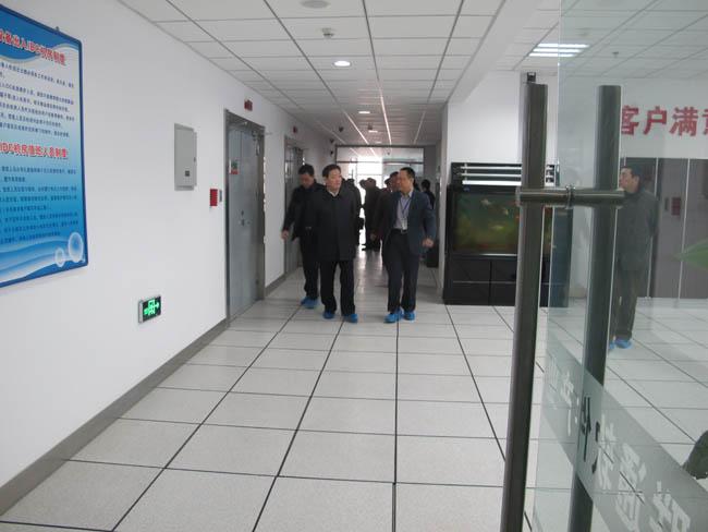 省委常委、市委书记孙瑞彬领导一行参观物联网大厦金石机房商务云数据中心